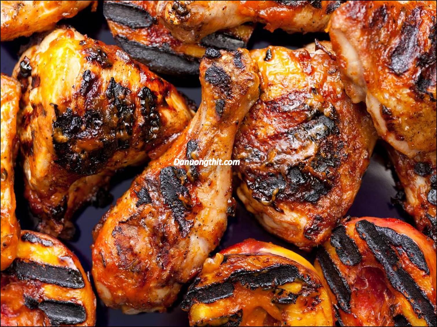 Món nướng trực tiếp trên lửa tuy ngon nhưng mang nhiều nguy cơ bệnh tật.